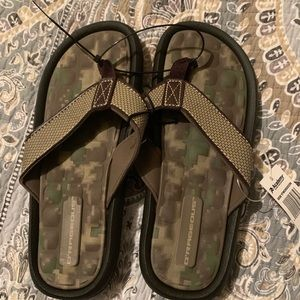 Other - NEW NWT boys flip flops size 4 camouflage camo